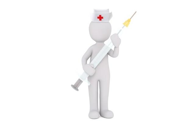 Медицинский работник с пробой Манту